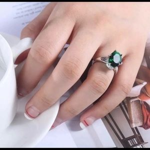 Gorgeous 925 Silver Oval Emerald Ring